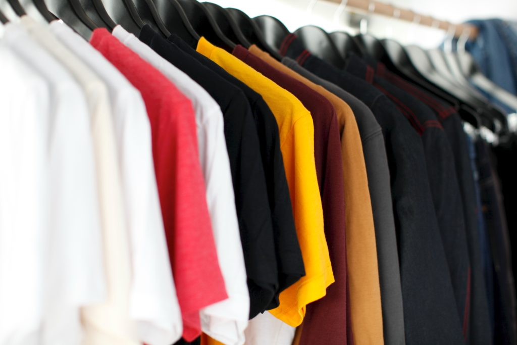 different coloured clothing can be used for screen printing