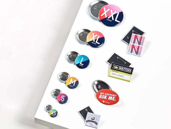 Bring the 90's back! Marketing met buttons!
